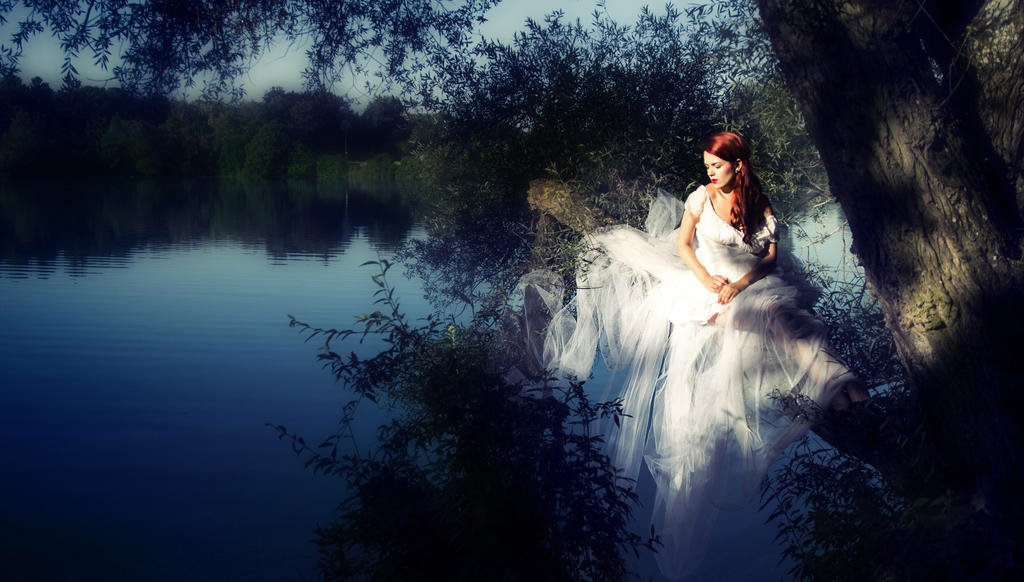 Keeper of the Lake by Spiegellicht