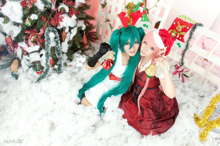 Christmas: Luka x Miku. by solatomato
