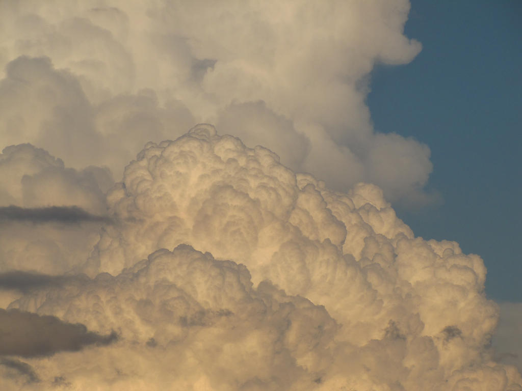 Puffy Summer Clouds by Vierrick