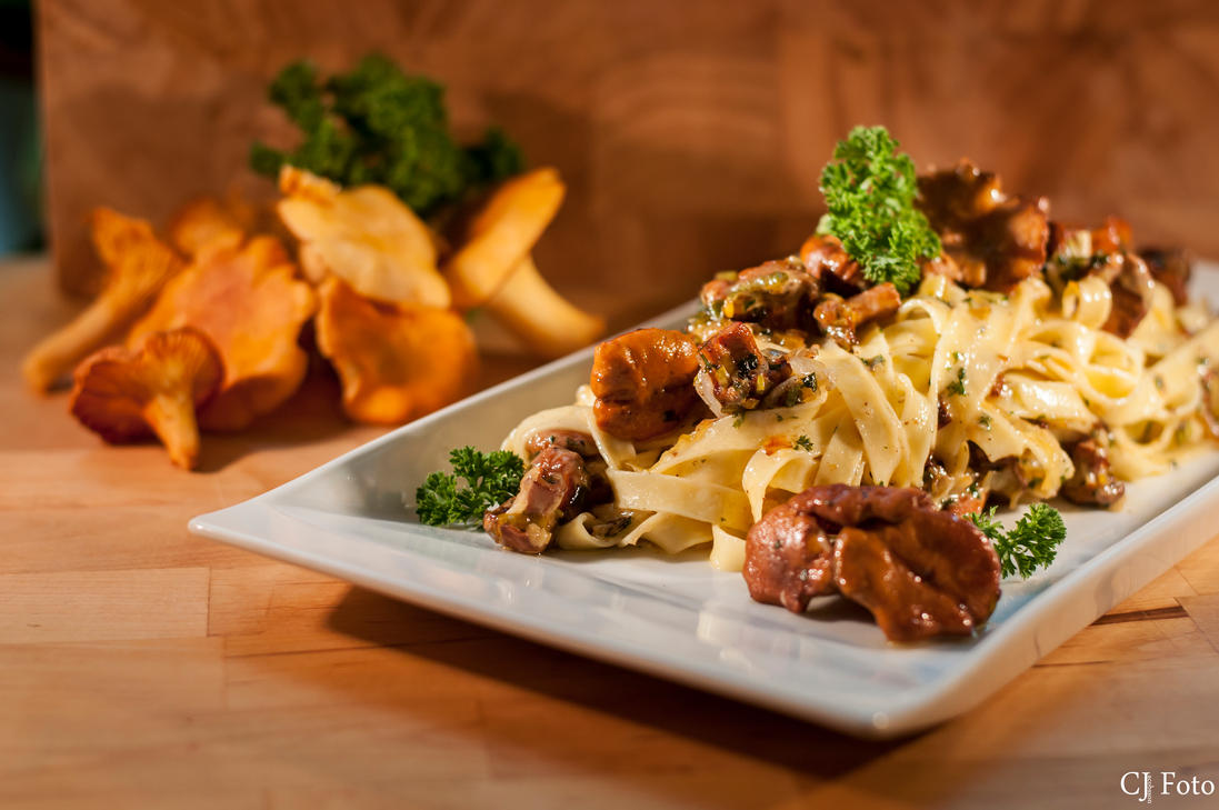 Chanterelle pasta by CJacobssonFoto