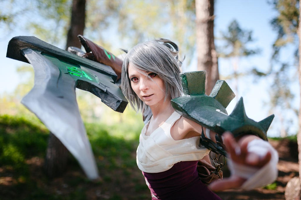 LoL: Riven the Exile II by scentless-flower