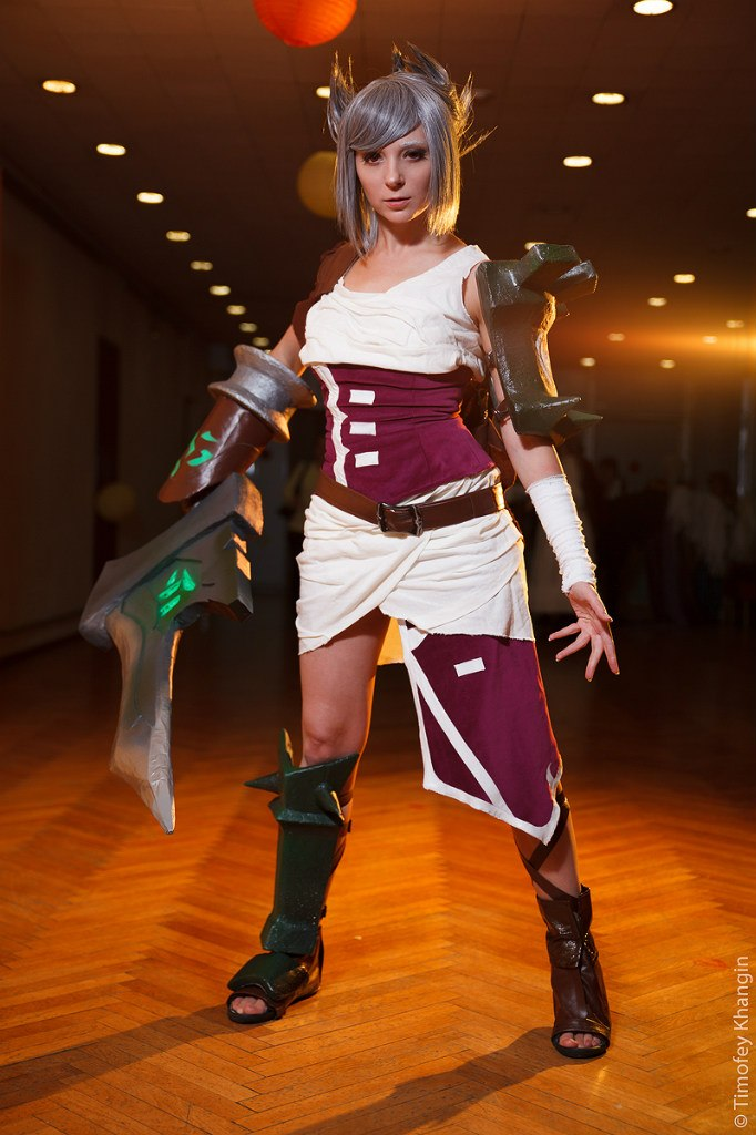 Riven the Exile III by scentless-flower