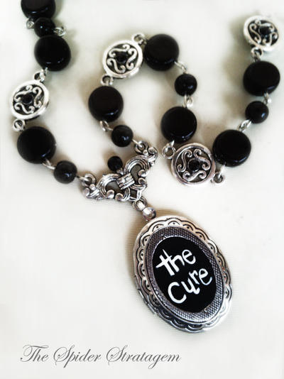 Gothic victorian necklace 'The Cure'