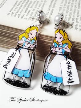 Gothic earrings 'Drink me' alice in wonderland