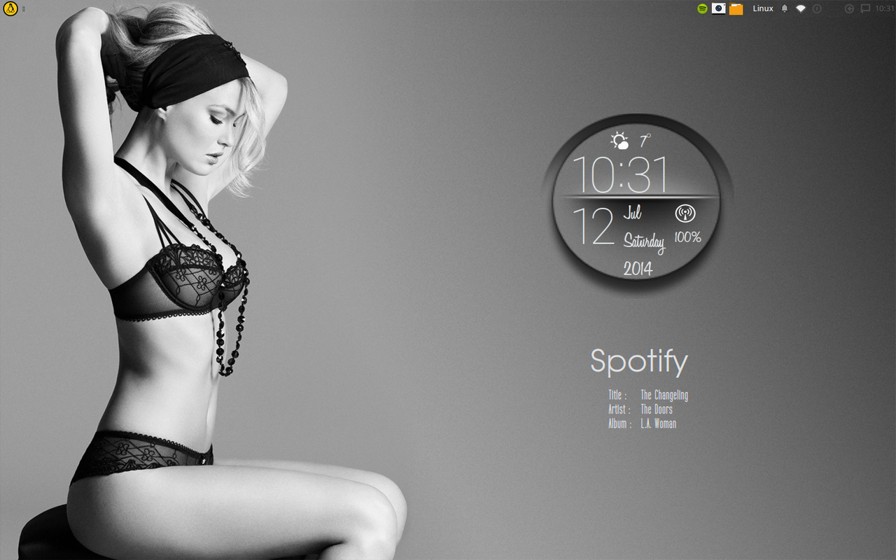 Black and White lady desktop. Conky circle v1.1 by speedracker