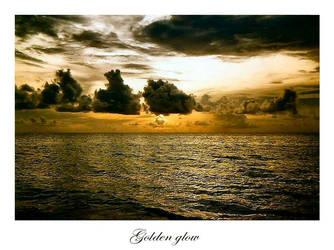Golden glow by Goldbaerin
