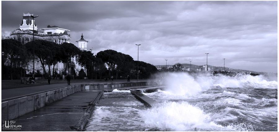 Caddebostan_shore_by_justuur.jpg
