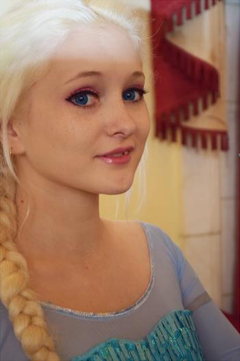 Elsa cosplay 02 by AkimoriAkahana