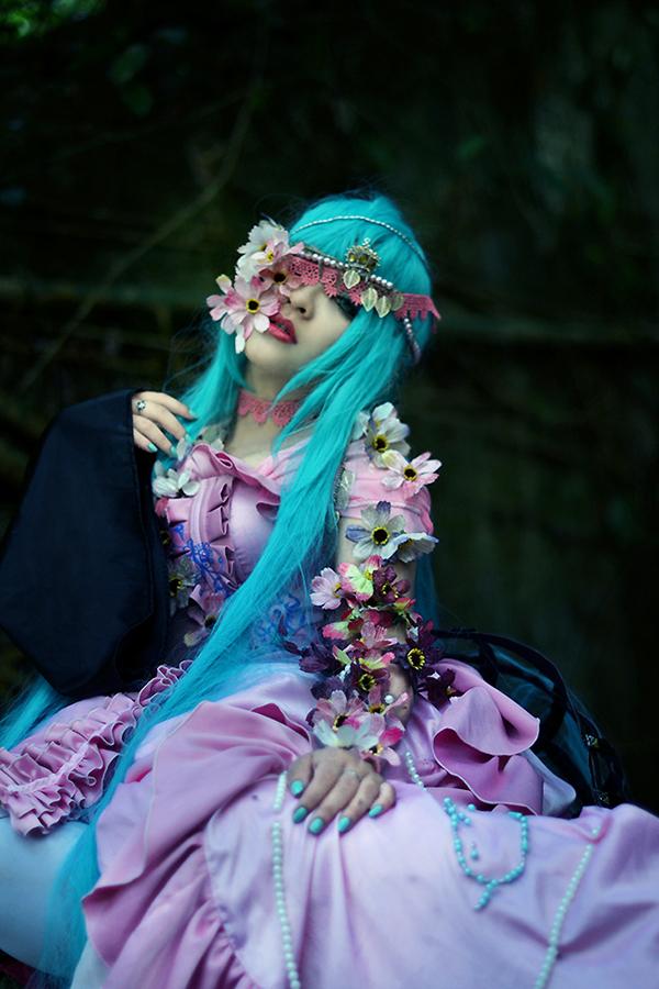 Dark woods circus_Miku by Tominaga-Sei