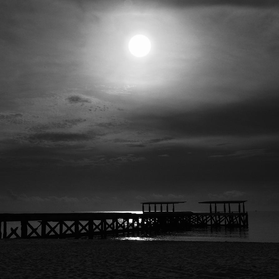 Morning by the seashore by PansaSunavee