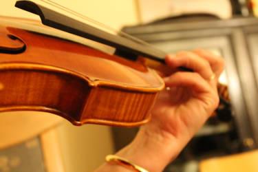 Playing the Violin by TheFireofthePhoenix