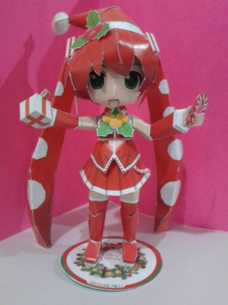 Christmas Miku papercraft by daigospencer