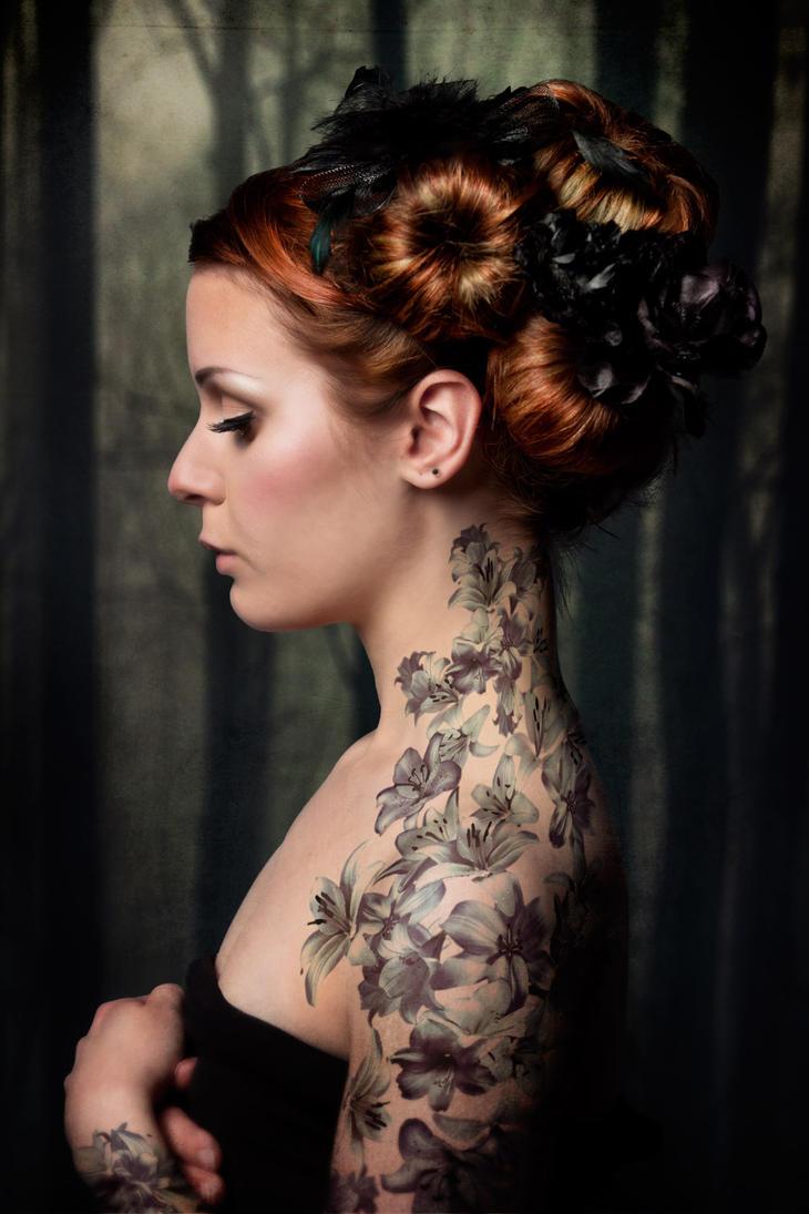 tattoed girl by Gnapp