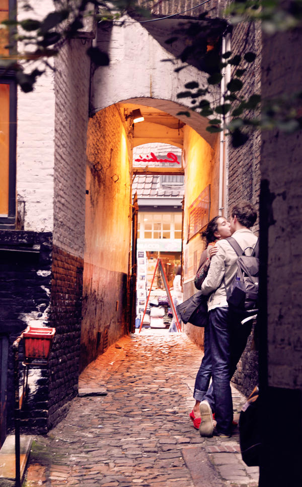 Simple Twist of Bruges by RakelClark