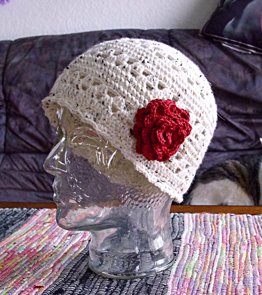 Bonnet With Rose - crochet by Scatharis
