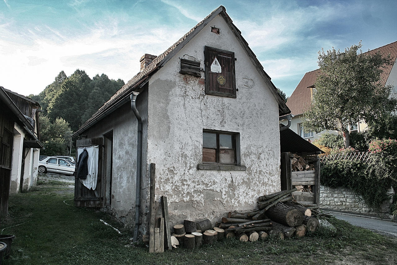 Truppach Cottage by TheScratcher