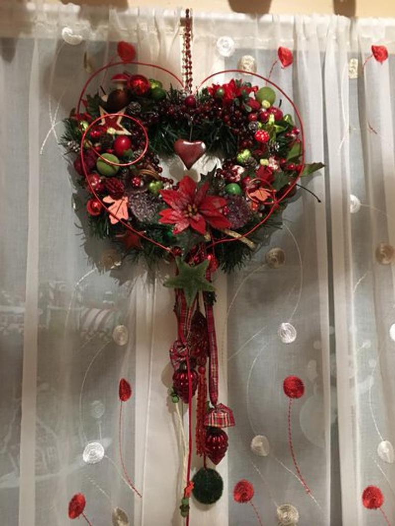 Christmas wreath heart shape by Elohim99