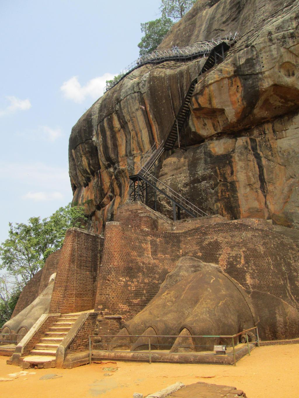 Sigiriya Lions Paw by aliasjjj