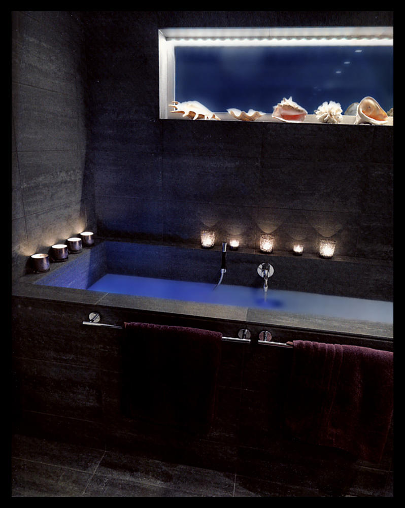 Bathtub by Thaloanthe