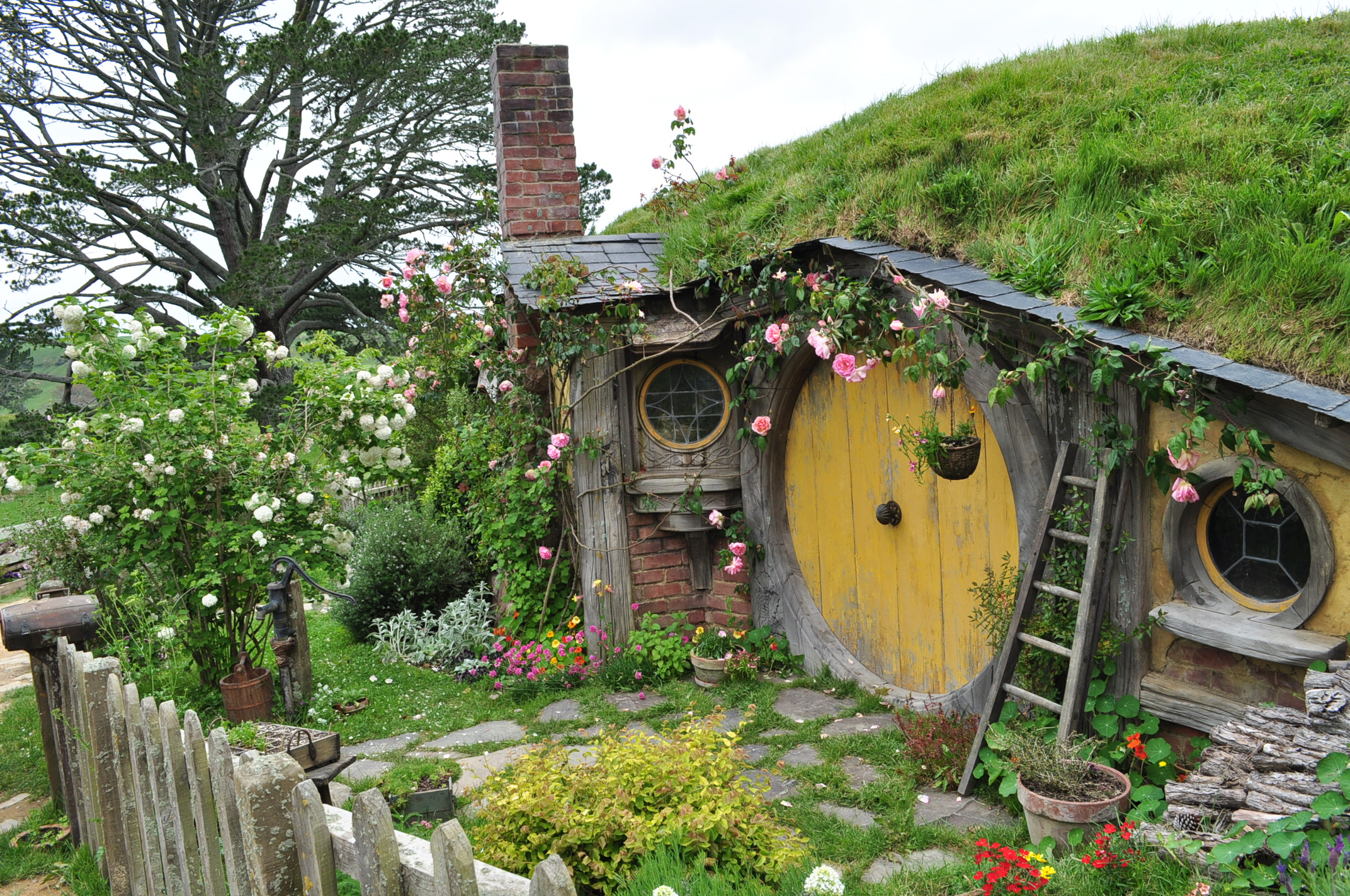 Samwise's House in Hobbiton by iRISSIEL
