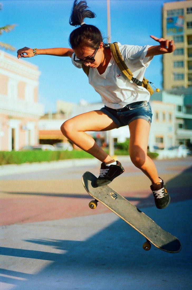 Skate Girl by juanNeve
