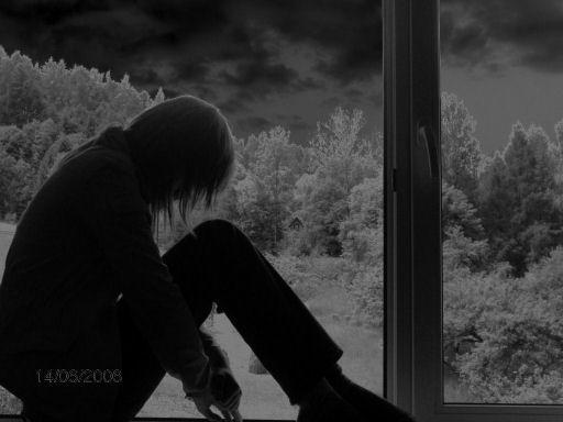 http://fc05.deviantart.com/fs12/i/2006/266/4/3/Sad_girl_by_nielegalna_illegal.jpg