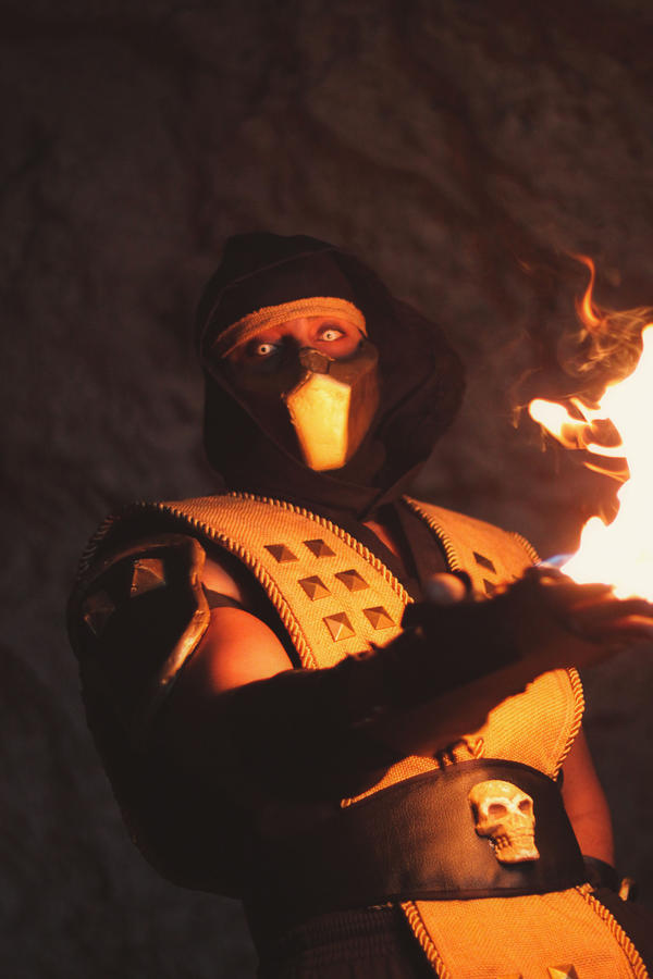 Scorpion Mortal Kombat Cosplay by carolinaangulo