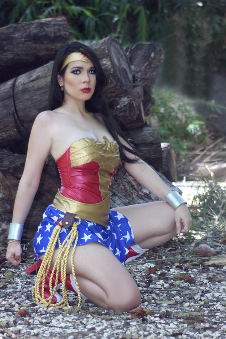 Wonder Woman Cosplay by caroangulito