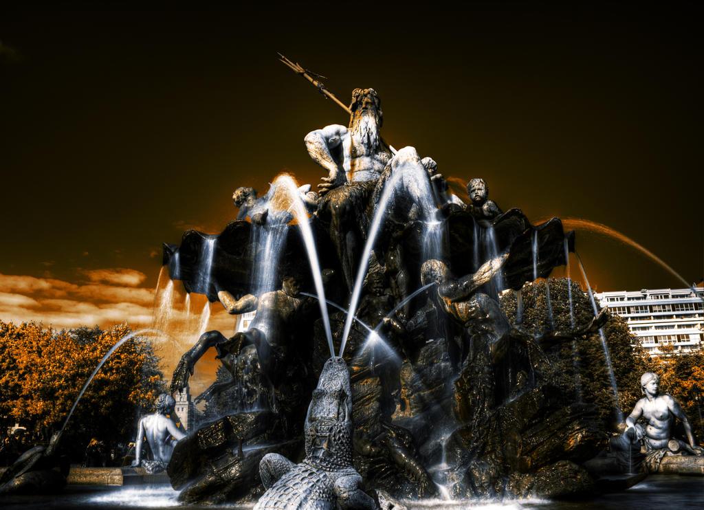 Fountain of Neptune by Sleepwalker1803