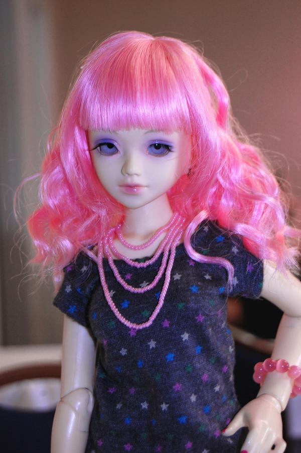 Pink hair diva by Kutiecake