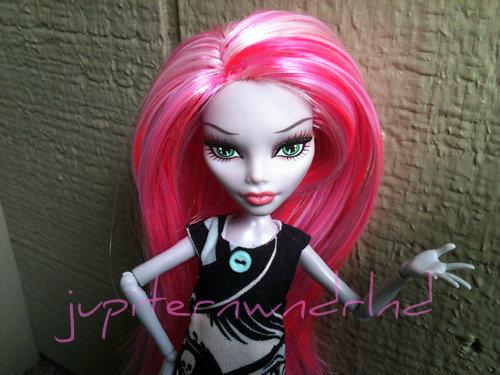 Pink Ghoulia by jupiternwndrlnd