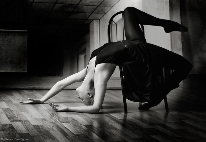 Balerina - Page 4 Girl_on_the_chair_by_Novic