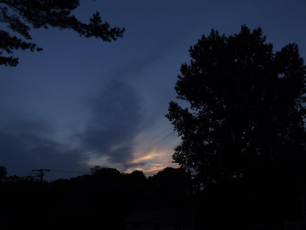 A Modest Sunset... by sergentsiler