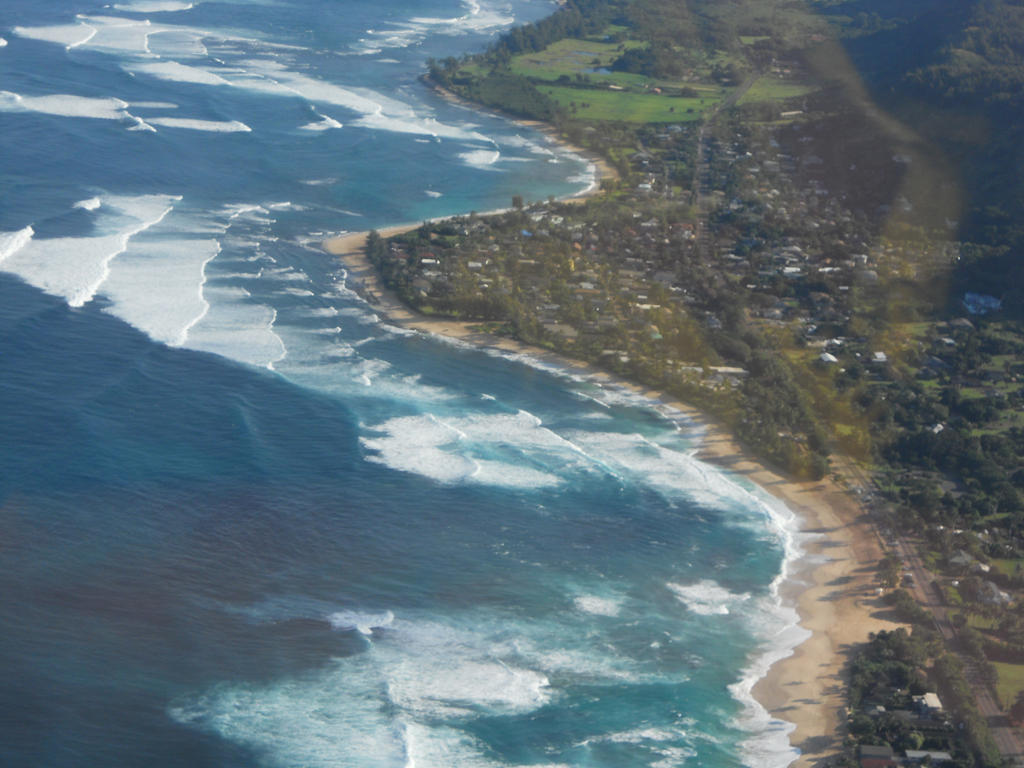 Hawaii's north shore by KailaDarling