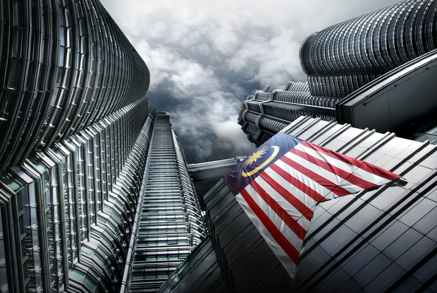 Petronas Twin Towers by idyllis