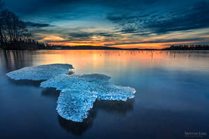Floating Ice by m-eralp
