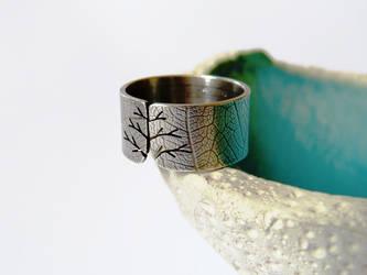 Leaf textured autumn tree ring by Kreagora