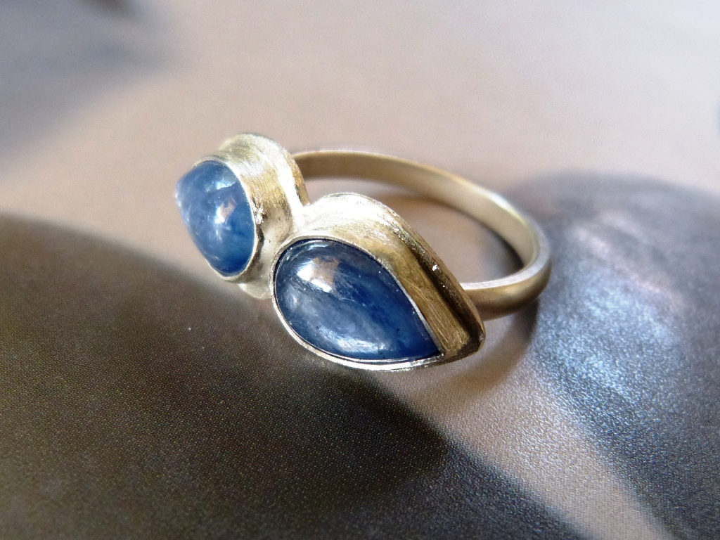 Kyanite moustache ring by Kreagora