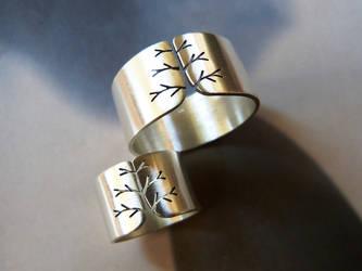 Tree ring, silver wedding ring set by Kreagora