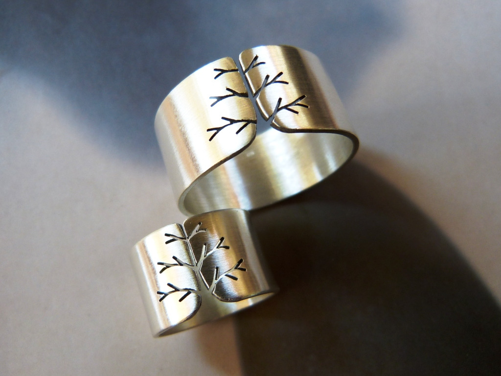 Tree ring, silver wedding ring set by Kreagora