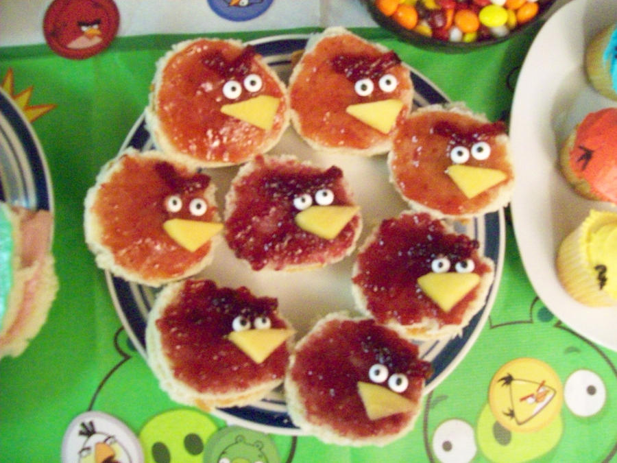 Angry Birds Sandwiches by RikaMinaka