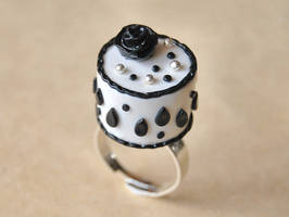Black and White Cake Ring by Madizzo