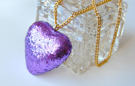 Glitter Heart Necklace DIY by Madizzo