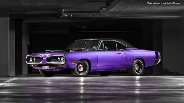 Plum Crazy 1970 Dodge Coronet - Shot 6