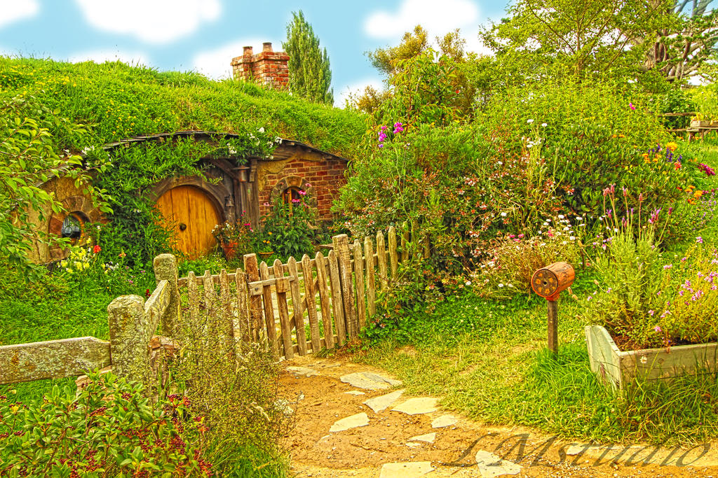 Hobbit House Lord of the Rings by Laternamagica-studio ...