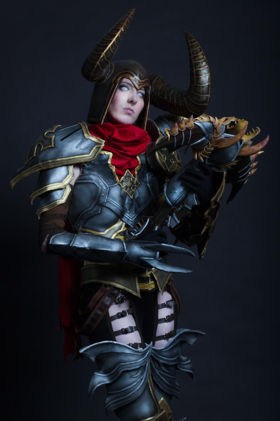 Diablo III Demon Hunter Cosplay by emilyrosa