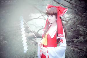Miko Reimu by EnsoiWhite