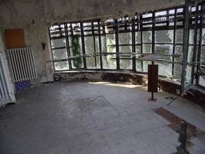 Closed round room