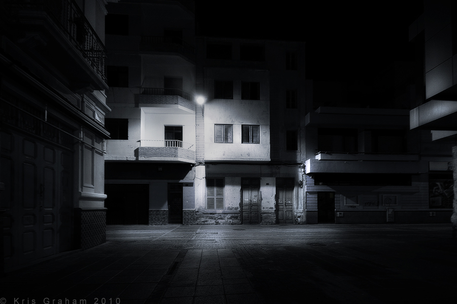 http://fc04.deviantart.net/fs70/f/2010/134/6/a/Dark_Streets_by_KrisG.jpg