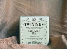 tea tin by hennatea
